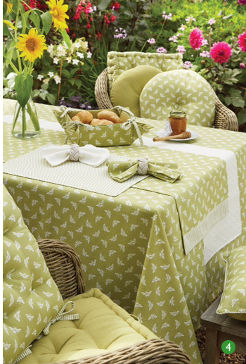 Walton & Co Bumble Bee table linen*